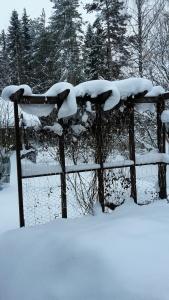 Snösjoken på pergolan torde försvinna ganska snart...