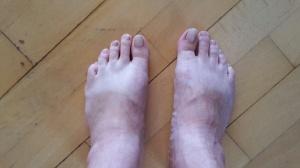 Trettisjuorna, med spår av sandalerna som användes under Sydafrikas sol i november.