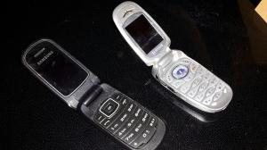 Två behändiga snäcktelefoner, i användning ca 2009 - 2013.