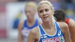 """Boltbilden blev liten. Sandra Eriksson, finlandssvensk, """"springer hinder"""" - och säkerhetsnålen syns..."""