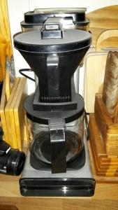 KAffekokare finns, samlar damm inklämd mellan andra sällan använda attiraljer...