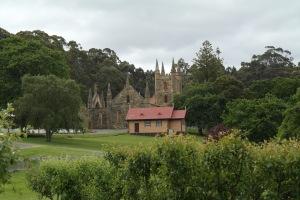 Kyrkoruinen och den lilla anglikanska kyrkan